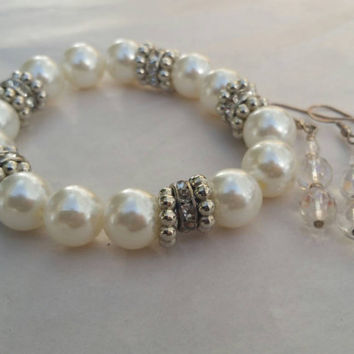 Very pretty faux pearl bracelet and clear earnings Vintage 90s  costume jewelry