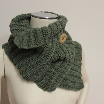 Green Wool Cowl, Rib Knit Cowl, Chunky Wool Scarf, Knit Button Scarf, Crochet Cowl, Wool Neck Warmer, Dark Green Scarf, Crochet Scarf