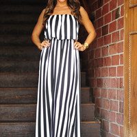 Lost In LA Maxi Dress: Black/White | Hope's