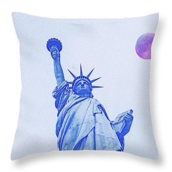 The Fool Blood Moon And The Lady Liberty  2 - Throw Pillow