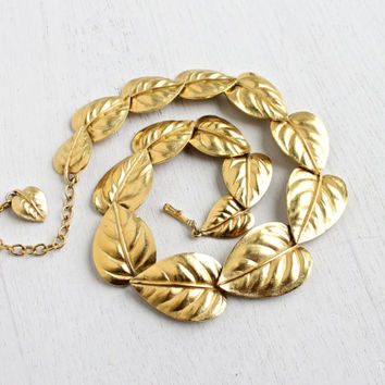 SALE - Vintage Trifari Leaf Necklace - Gold Tone Linked Leaves Statement Costume Jewelry / Autumnal Collar