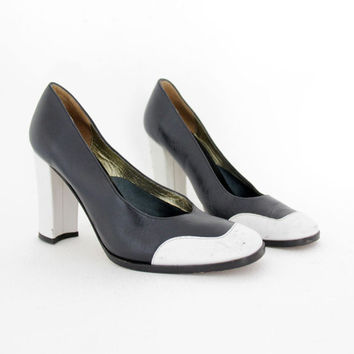 ON SALEVintage shoes   dark navy and white leather high heels   26e60caa1fd6