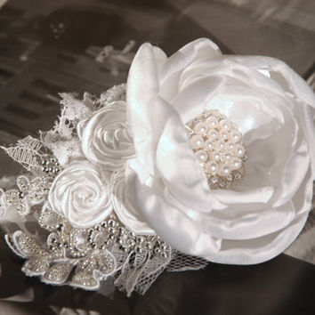 Wedding hair barrette, bridal hair accessory, wedding hair flower, bridesmaid hair clip in white