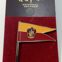 Universal Studios Wizarding Harry Potter Gryffindor Pennant Pin New with Card