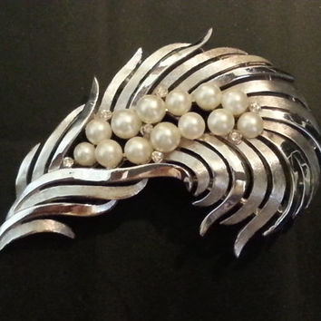 Silver Pearl Leaf Brooch, Vintage Trifari Pin, Large Scarf Pin, Floating Leaf Jewelry, Bridal Brooches, 13 Pearls and 7 White Rhinstones