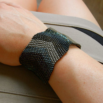 SALE: 20 Percent OFF the ENTIRE shop - Arrow Tips Beaded Cuff