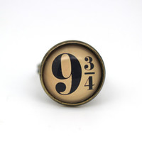 Harry Potter Platform 9 3/4 Hogwarts Express Glass Ring