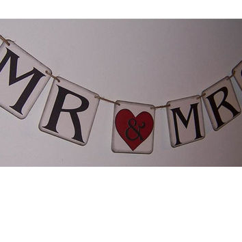 Mr and Mrs Banner - Mr and Mrs Sign - Just Married Sign - Wedding Banner - Photo Prop - Rustic Wedding decor - Shower Decor