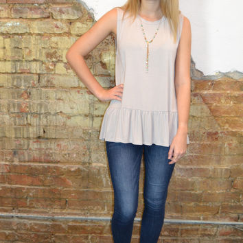 Summer Style Ruffle Top: Sand