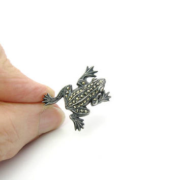 Frog Brooch. Tiny Amphibian. Engraved Sterling Silver 925, Marcasites. Animal Figural Jewelry. Vintage 1970s Nature Lover Pin