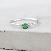 Dainty Oval Ring - Silver + Emerald