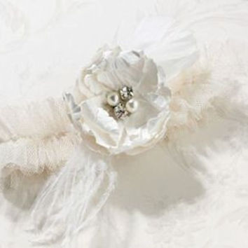 Chic and Shabby Ivory Garter