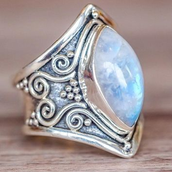 Vintage Tibetan Silver Big Healing Crystal Rings For Women Boho Antique Indian Moonstone Ring Fine Jewelry Girls Ladies Gifts