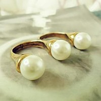 Double Circles Pearls Distinctive Design Rings : Wholesaleclothing4u.com