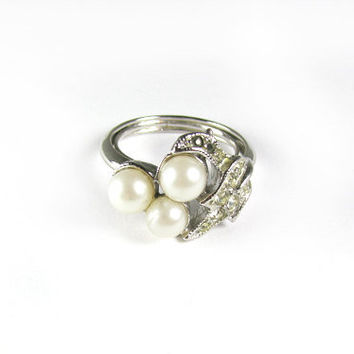 Vintage Pearl and Rhinestones Avon Ring - Bague Strass. Vintage Jewelry by My Chouchou.