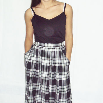 90s Plaid Skirt / Grunge/ Full Skirt S, M / Plaid Flannel / Grunge 90s / High Waist / Black and White / Midi Length Skirt S, M /