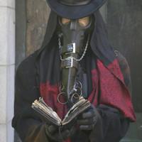 Custom plague doctor gas mask by Jesse Lindsay / wasteland resources