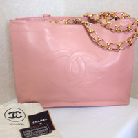 Vintage CHANEL milky pink calf leather large tote bag with gold tone chain handles and CC motif. Rare color purse for daily use