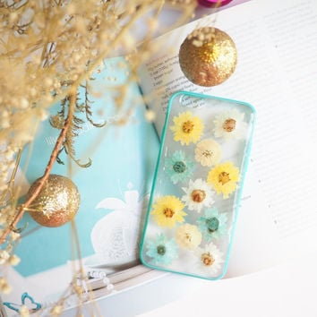 Christmas Edition - The little flowers garden pressed flower bumper phone case (押し花電話ケース)