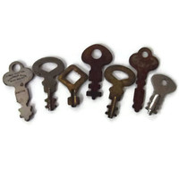 Set of Vintage Keys / Vintage DIY Craft Supplies / Mixed Media