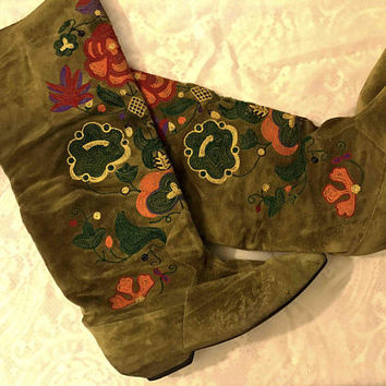 Vintage 80s 90s CAPARROS Forest Green Suede Leather Boots / Tall Knee High Boho Gypsy Boots / 70s Style Colorful Floral Embroidery Detail