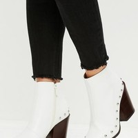 Missguided - White Faux Leather Western Boots