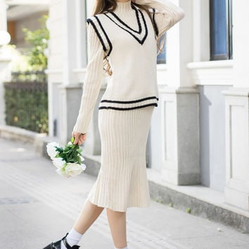 Turtleneck Knit Dress with V-Neck Tipping Vest SET