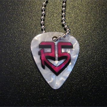 R5 LOUD-ROSS LYNCH-PEARL WHITE/PINK GUITAR PICK NECKLACE VHTF BRAND NEW