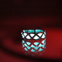 GLOW in the DARK celtic toe ring by Papillon9 on Etsy