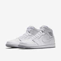 The Air Jordan 1 Mid Men's Shoe.