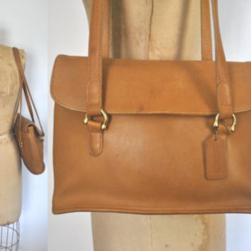 Coach Messenger Bag / Satchel Purse / Tan Brown leather