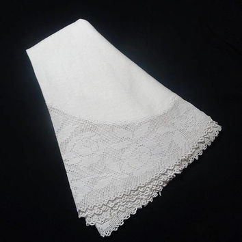 1960s Vintage Linen Ivory Tablecloth with Crocheted Rose Filet Lace Trim, Oval, 62 x  64, Vintage Table Linens, Vintage Hand Made Lace