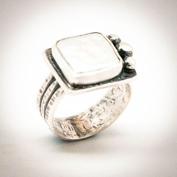 Square Freshwater Pearl Hammered Band Ring