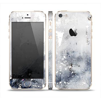 The Grunge White & Gray Texture Skin Set for the Apple iPhone 5s