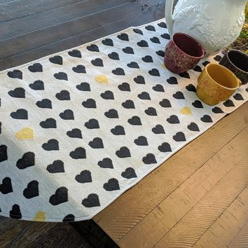 DaDa Bedding Elegant Woven Tapestry Table Runner, Lovely Black and Yellow Hearts (18113)