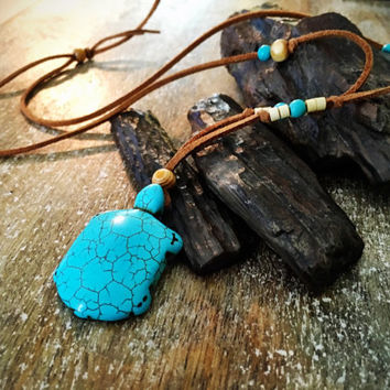 Native american Turquoise Turtle necklace, Boho Hippie pendant
