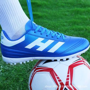 Boys Soccer Shoes 2018 Kids Soccer Cleats Turf Football Soccer Shoes Non-slip Court Sneakers Trainers Football Boots