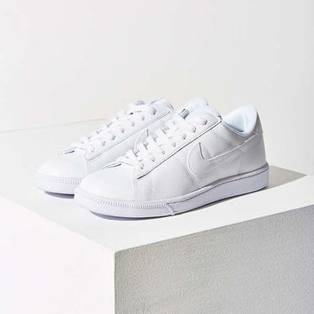 Nike Tennis Classic Sneaker | Urban Outfitters