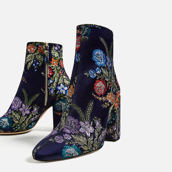 EMBROIDERED DETAIL ANKLE BOOTS DETAILS