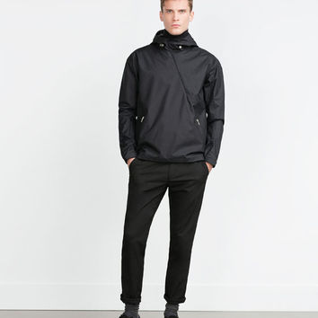 WINDBREAKER WITH POUCH POCKET