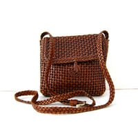 vintage braided leather purse. brown leather woven purse. cross body bag.