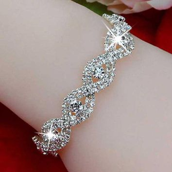 New Fashion Elegant Deluxe Silver Rhinestone Crystal Charm Cuff Bracelet Bangle Cute Jewelry Bracelets for Women Girl Accessorie