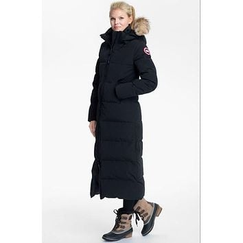 Women's Canada Goose 'mystique' Regular Fit Down Parka With Genuine Coyote Fur Trim - Boaety