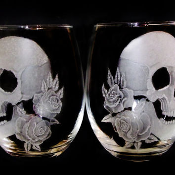 Skull and rose Stemless wine glass set , spooky skull wine glasses , hand engraved glass set skull goblets