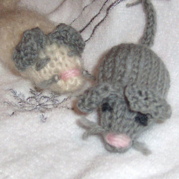 Cat Toy Hand Knit Mice wool yarn Catnip by GreenbriarCreations
