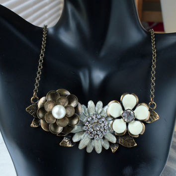 Statement Necklace, chunky necklace, Bib style, Crystal flower, vintage style