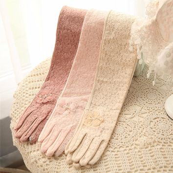 2017 NEW Women Sunscreen Gloves Sweet Lace Summer Glove Elegant Lady Anti-UV Breathable Five Finger Fashion Driving Gloves T236