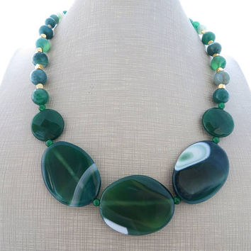 Green chunky necklace, agate necklace, big bold necklace, emerald jade necklace, gemstone choker, beaded necklace, contemporary jewelry