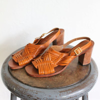 Vintage 70s Warm Brown Leather Woven Huaraches Heels // Mexican Sandals Sz 8