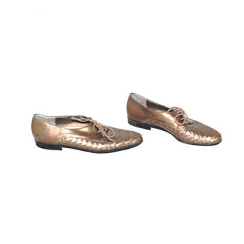 gold woven leather tie shoes 80s vintage metallic pointy toe flats leather oxfords size 7.5